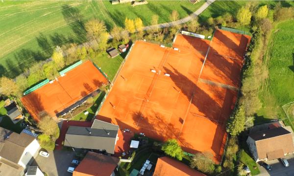 Drohnenaufnahme der Tennisanlage